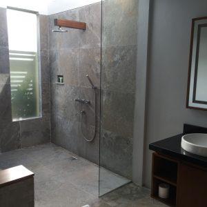 bathroom-of-villa-10